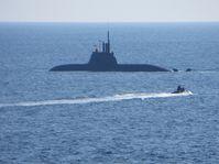 Portugiesische Wachoffizierschüler werden an Bord U33 gebracht. Bild: Marine
