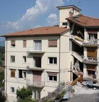 Haus nach Erdbeben (Symbolbild)