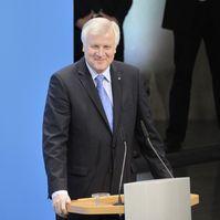 Horst Seehofer bei der Unterzeichnung des Koalitionsvertrages der 18. Wahlperiode des Bundestages (2013).
