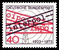 Briefmarke: 50 Jahre Interpol, Briefmarke von 1973 (Entwurf: Karl Oskar Blase).
