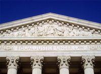 Das Portal des Gerichts mit der Inschrift EQUAL JUSTICE UNDER LAW