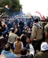 Ägypten: In Kairo fuhren dutzende Panzer auf und riegelten Demonstrationen von Anhängern Mursis ab, nachdem dieser entmachtet worden war.