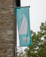 Fahne mit Motto des Kirchentages an der St. Josef-Kirche in Münster-Kinderhaus