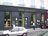 Dries Van Noten ist ein belgischer Modedesigner. Das von ihm 1986 gegründete Modeunternehmen trägt seinen Namen.