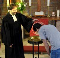 Taufe eines Ausländers (Symbolbild)