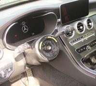 GL Mercedes 300820 Bild: Polizei
