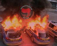 Linksterroristen der Antifa zünden Polizeiautos an