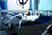 20 Zentimeter lang sind die Beine der Roboterspinne. Elastische Faltenbälge dienen als Gelenke. Quelle: © Fraunhofer IPA (idw)