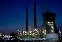 Die Rheinland Raffinerie Werk Nord in Köln-Godorf bei Nacht