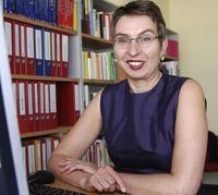 In Faktenblättern stellen Professorin Dr. Petra Kolip (Foto) von der Universität Bielefeld und ihr Team jetzt neue Forschungsergebnisse zum Gesundheitsverhalten von Schulkindern vor. Bild: Pressestelle Universität Bielefeld (idw)