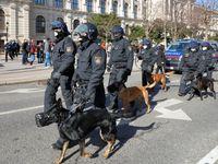 Hundestaffel der Wiener Polizei; teilweise mit Frauen als Hundeführerinnen
