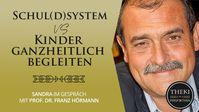 """Bild: SS Video: """"Schul(d)system vs. Kinder ganzheitlich begleiten   Sandra im Gespräch mit Prof. Dr. Franz Hörmann"""" (https://youtu.be/CQsJFp9BOEc) / Eigenes Werk"""