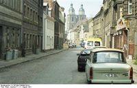 Typischer Zustand der Städte in der DDR zur Zeit der Wiedervereinigung; hier Wittenberg (1991)