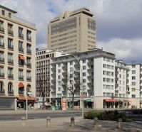 Das Kudamm-Karree-Hochhaus befindet sich im Zentrum des Kudamm-Karrees im Berliner Ortsteil Charlottenburg.