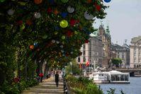 Hamburgs Sommergärten - 2500 Lampions schmücken die Bäume an der Promenade am Ballindamm an der Alster Bild: Otto Wulff BID / Zum Felde BID Fotograf: Otto Wulff BID / Zum Felde BID