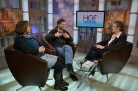 """Sandra und Reinhard Schlitter, die Eltern des ermordeten Mirco, im ERF Fernsehstudio. Im Gespräch mit Moderatorin Sabine Langenbach (rechts) schildern sie ihr Leben nach dem gewaltsamen Tod des zehnjährigen Sohnes. Bild: """"obs/ERF Medien e.V."""""""