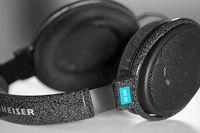Offener Kopfhörer, ohrumschließend