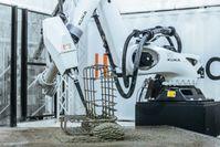 Industrieroboter, die den Herstellungsprozess von Betonfertigteilen vollständig automatisieren - von der Betonmischung bis zur Nachbearbeitung. Bild: Aeditive GmbH Fotograf: Aeditive GmbH