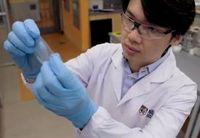Forschungsleiter Benjamin Tee: E-Haut heilt sich selbst.