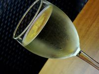 Weißwein: in vielen Fällen Mittel gegen zu viel Stress. Bild: pixelio.de, Lupo