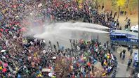 Massive Polizeigewalt wurde am 18.11.2020 gegen friedliche Demonstranten eingesetzt.