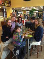 """Familie Cappuyns aus Willebroek, Belgien. Sie war unterwegs von Belgien nach Innsbruck und wurden beim Mittagsimbiss befragt. Bild: """"obs/VEDA - Vereinigung deutscher Autohöfe e.V./Federl Sabine"""""""