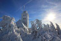 Blick zur Bergwetterwarte Fichtelberg. Bild: Claudia Hinz (DWD)