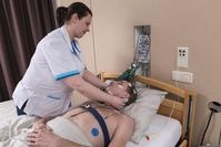 So werden Patienten heute in Schlafkliniken verkabelt.