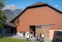 Mittels Crowdfunding möchten Franco Jenal und sein Team ihr Laden- und Gastronomiekonzept Stall247 in Maienfeld winterfest machen. Quelle: Stall247 (idw)