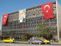 Taksim-Platz: Das Atatürk-Kulturzentrum am östlichen Ende des Platzes.