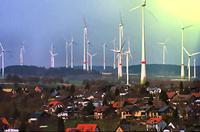 Windkraftanlagen, Windkrafträder oder kurz WKA (Symbolbild): Teuer, ineffizient, laut, Umweltzerstörend. Es gibt hunderte bessere Alternativen zu selbigen