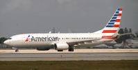 Eine Boeing 737-800 der American Airlines in neuer Lackierung