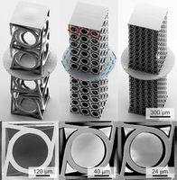 Türme aus bis zu 500 chiralen Würfelstrukturen rotieren. Bild: Frenzel, kit.edu