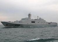 Docklandungschiffes Kunlunshan beendete den nationalen Anteil der Flottenparade. Bild: Kapitän zur See Markus Krause-Traudes