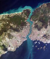 Der Istanbul-Kanal ist nordwestlich (links im Bild) des hier abgebildeten Istanbul mit Bosporus geplant.