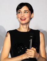 Rooney Mara bei der Pariser Premiere ihres Films Verblendung (Januar 2012)