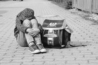 Ausgegrenztes Kind: Psyche leidet massiv darunter.
