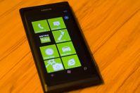 Das Nokia Lumia 800 ist ein Smartphone der Lumia-Serie des finnischen Herstellers Nokia. Bild: Kiwi Flickr / wikipedia.org