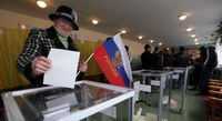 A woman casts her ballot during the referendum on the status of Crimea, March 16, 2014. Bild: VOA News - wikipedia.org