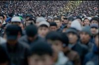 Einwanderer (Symbolbild): Auf dem Bild sind ca. 50.000 Menschen zu sehen.