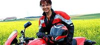 Gabriele Pauli mit Motorrad. Bild: Pressefoto Gabriele Pauli, über dts Nachrichtenagentur