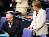 Wolfgang Schäuble und Merkel im Deutschen Bundestag, 2014