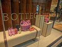 Bottega Veneta: Schaufenster der Times Square Geschäfts