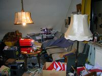 Wohnzimmer einer Person mit Messie-Syndrom