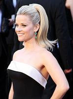 Reese Witherspoon bei der Oscarverleihung 2011 Bild: Mingle MediaTV at http://www.flickr.com/photos/minglemediatv / de.wikipedia.org