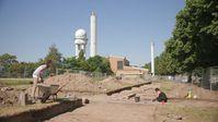 Archäologische Grabungen am ehemaligen Flughafen Tempelhof. Hier standen die Lager der Zwangsarbeiter, die sich für die Rüstungsindustrie schinden mussten. Bild: ZDF und Andreas Bremer