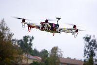Drohne: hängt auch rechtlich noch in der Luft. Bild: flickr.com, unten44