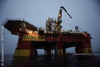 Vier Aktivisten von Greenpeace stoppen in der Arktis die riskanten Probebohrungen von Cairn Energy.  Bild: Greenpeace / Will Rose