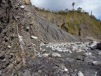 """""""Wasserabfluss aus der Ablagerung einer Hangrutschung, Gaunt Creek, westl. Südalpen, Neuseeland"""""""