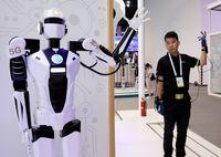 Ein 5g basierender ferngesteuerter Roboter Bild: CGTN/Xinhua